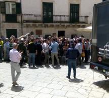 Il Commissario Montalbano comincia le riprese a Scicli. A mezzogiorno si concede ai fans.