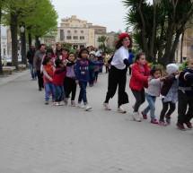 Festa in piazza: le parole che fanno crescere i bambini.