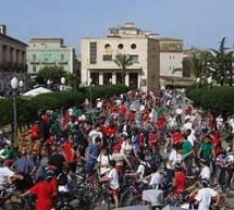 Giovani e adulti pronti per la 31esima edizione della Passeggiata in bicicletta. E' domenica 3 giugno.