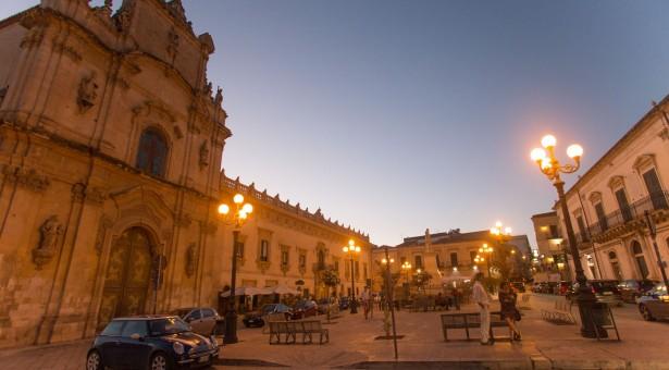 """Chi c'è in piazza? Stasera al """"Carmine""""  il flamenco con le Mujeres"""
