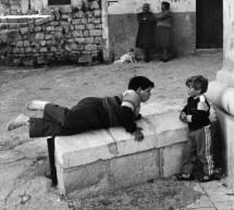 Sicilia, un paese in posa. A Scicli il nuovo libro fotografico di Giuseppe Leone