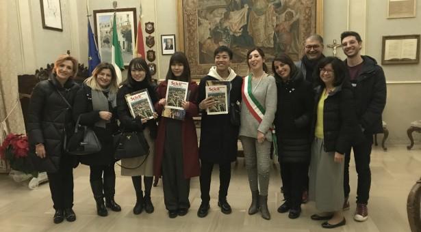 Giovani giapponesi in visita a Scicli