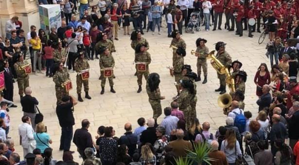 25 aprile a Scicli: una festa coi Bersaglieri e i tanti turisti presenti in città.