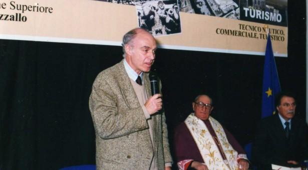 """Al Brancati, Pinuccio Tidona converserà con Rocco Agnone sul libro """"La ricerca della felicità""""."""