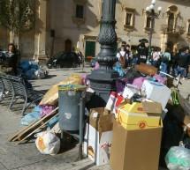 Gli Studenti raccolgono rifiuti urbani nella Giornata per il clima.
