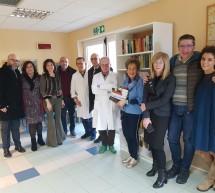 """Libreria nella Sala d'attesa del reparto oncologia del """"Paternò Arezzo."""