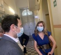 """L'assessore Razza all'ospedale """"Busacca"""":  Promette """" Il centro di riabilitazione entrerà in funzione tra un mese""""."""