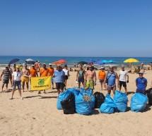Partecipazione popolare per ripulire la spiaggia di Bruca.