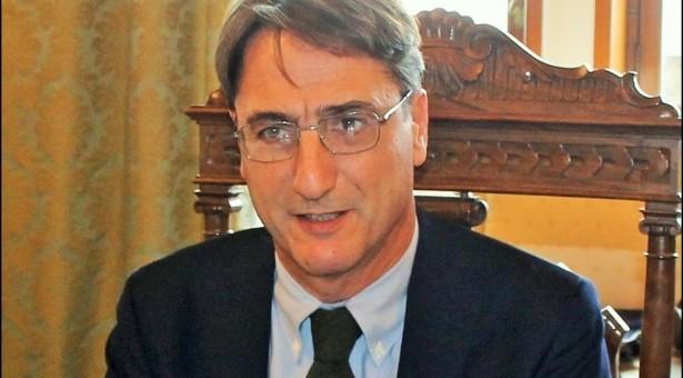 """Incontri con Claudio Fava, Mariacarmela Torchi, Bruno Decaro alla Piazzetta Aleardi per le """"Conversazioni al Brancati"""". Nel mese di settembre."""