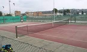 Prima la pallamano, poi il calcio, oggi è la volta del tennis.